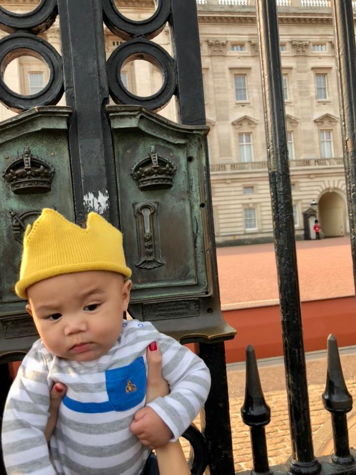 THE BUCKINGHAM PALACE w/ KINGAVERY