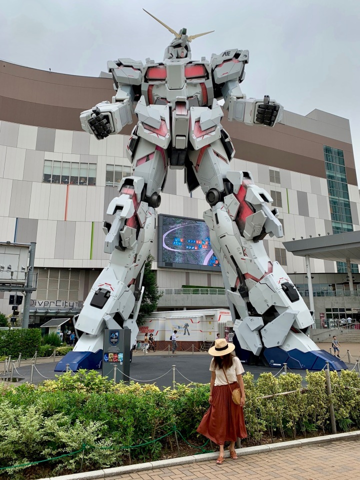 A UNICORN GUNDAM + A FASHION STREET